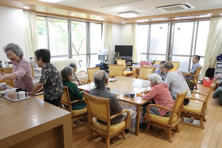 【杉並区/方南町駅】働きながら勤務中に無料で資格を取得。和田行男の介護を学ぶグループホーム介護職員の画像3