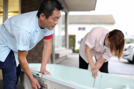 【練馬区/中村橋駅】働きながら勤務中に無料で資格を取得。訪問入浴スタッフ